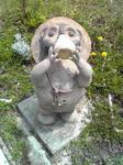 信楽の陶芸の森酒飲み狸像正面