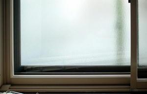 トステムのイン-プラスという樹脂製内窓商品(1.7m×1.2m)