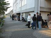 朝7時過ぎの整理券待ち列の様子