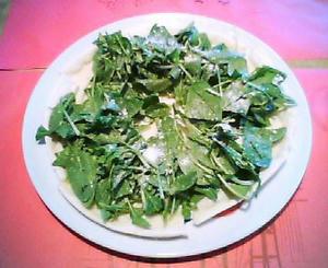 画像:フレッシュスピナッチのサラダ仕立てピザ