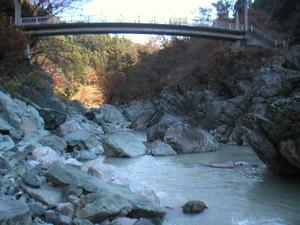 画像:三波石峡 叢石橋側
