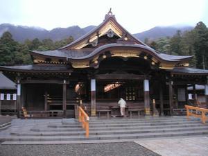 画像:弥彦神社 拝殿