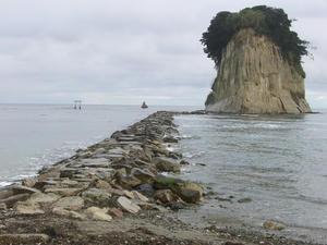 画像:見附島