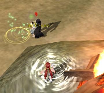 異端者に魔法をかけられ続けるコグ女性と、回復魔法をチャージして焚き火の脇で待機するモニ