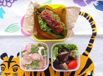 今日のMy弁当「コロッケサンド・大根とラディッシュのサラダ・なすのマリネ」