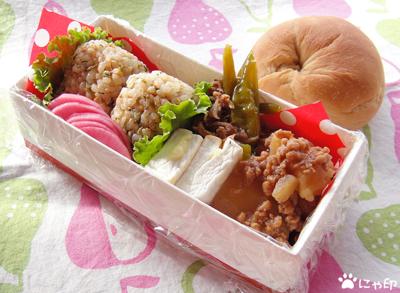 今日のMy弁当「壬生菜おにぎり&じゃがいものそぼろ煮」