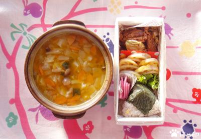 今日のMy弁当「かぼちゃシナモンデトックススープ&塩漬けバジルの洋風おにぎりとかいろいろ」