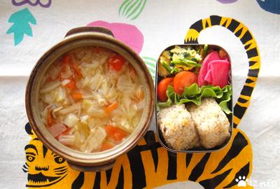 今日のMy弁当「みそ味デトックススープ&揚げ玉おにぎり」