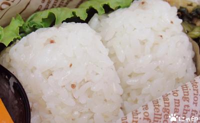 今日のMy弁当「そばの実入りごはん。納豆焼きとか。」