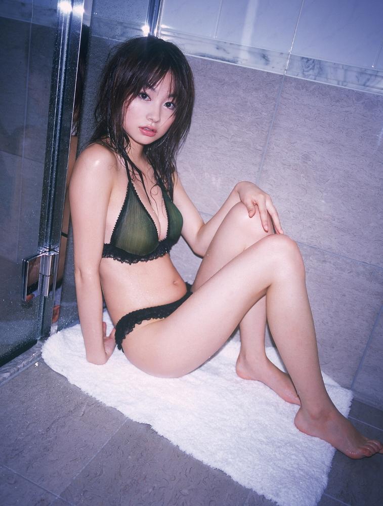 鈴木茜さんのビキニ
