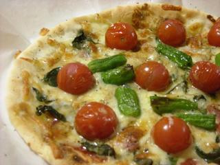 トマトとバジルピザ