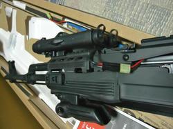 CYMA AK47タクティカル CM.039CとAN/PEQ-2タイプバッテリーボックス