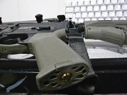 G&G CM16 Carbine LightにMagpul PTS MOEグリップ