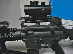 SHS M16キャリーハンドルマウントとトイスターM4キャリーハンドル装備のBOYI M4CQB