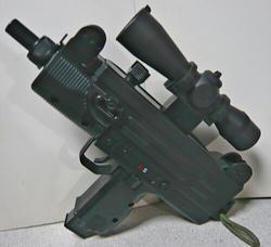 マルイUZIミニとスコープ型400連射マガジン