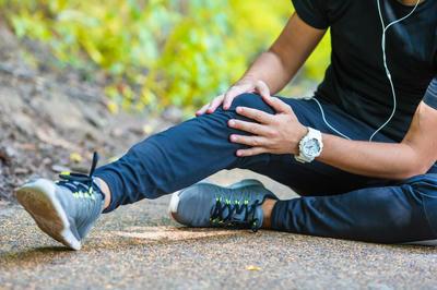 Có nên đi bộ buổi sáng khi bị đau khớp gối không ?