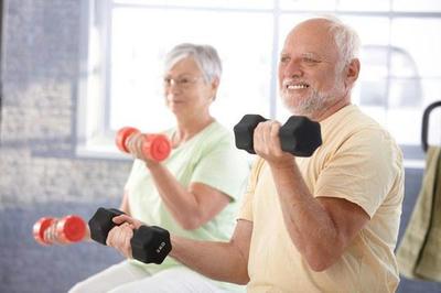 Vì sao người già dễ bị gãy xương ?