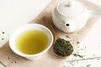 Tại sao uống nước trà xanh lại tốt cho người bị gout ?