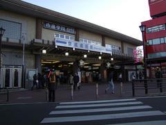 成田駅は、京成側の方が賑やかかも…