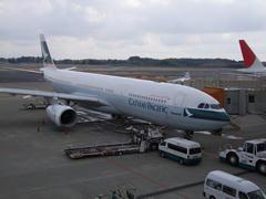 右側には、渦中の日本航空の姿が…