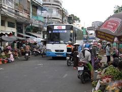 よくバスが通れるなと思います(笑)
