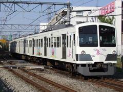 白…という車両塗装が目立ちます…新小金井駅にて