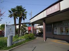 出口には、武蔵野台駅までの道程が記されています