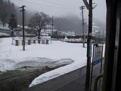早速、雪深くなってきました