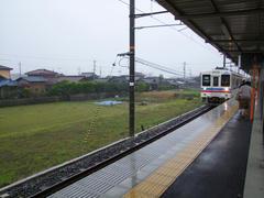 新山口駅行きの電車が到着