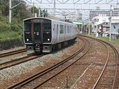 直方駅出発時、JR筑豊本線と並走しました!