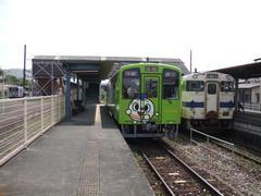 田川後藤寺駅にて…右はJR線