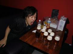 まずは Jz Brat で飲みます♪