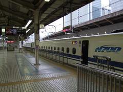 朝の東京駅…列車は『のぞみ』1号!