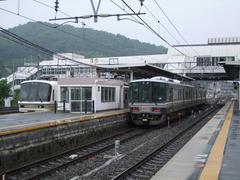 園部駅より先の普通列車は、基本は右の2両編成での運行となりました