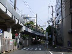 藤沢駅を出て、暫くは高架で進みます