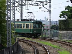 鵠沼駅の鎌倉方には、江ノ島も見えます