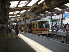 人がドッと降りて、人がドッと乗ります…鎌倉駅にて