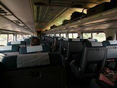 乗った列車の車内風景…飛行機みたい…