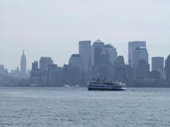 向こうにはマンハッタンのビル群が…、そして遠くにはエンパイア・ステート・ビルも見えました