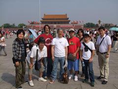 北京、天安門広場にて