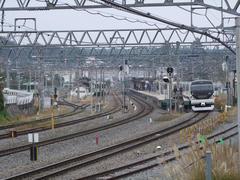 シンプルな線路配線の小淵沢駅…右のホームが中央線用で、左のホームが小海線(一部中央線)用です