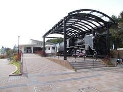 清里駅にて…駅前にはC56というSLが…