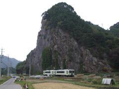 高岩駅~馬流駅間のこの撮影ポイントも有名です
