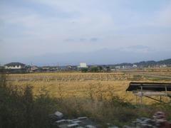 浅間山が薄っすらと姿を現してました!