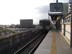 佐久平駅の小海線ホームは、とても簡素的…