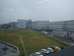 モノレール車内から見た、新国際線ターミナル