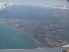 いよいよ着陸へ…画面右奥には新千歳空港が見えます