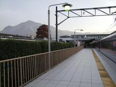 西武秩父駅に到着!…背後には秩父の象徴、武甲山が