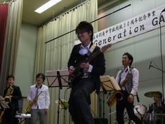 ギターの寺岡佑、かなり前に出てきてます(笑)