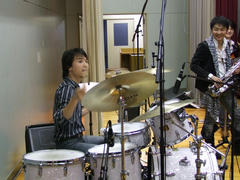 """Sappy!!""でのドラムとピアノの掛け合いは、もうお馴染みですね♪"